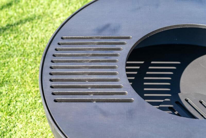 Edle Grillscheibe und Feuerscheibe aus Schweizer Produktion der Lionfire Grillschmiede. Aus robustem und dicken Edelstahl.