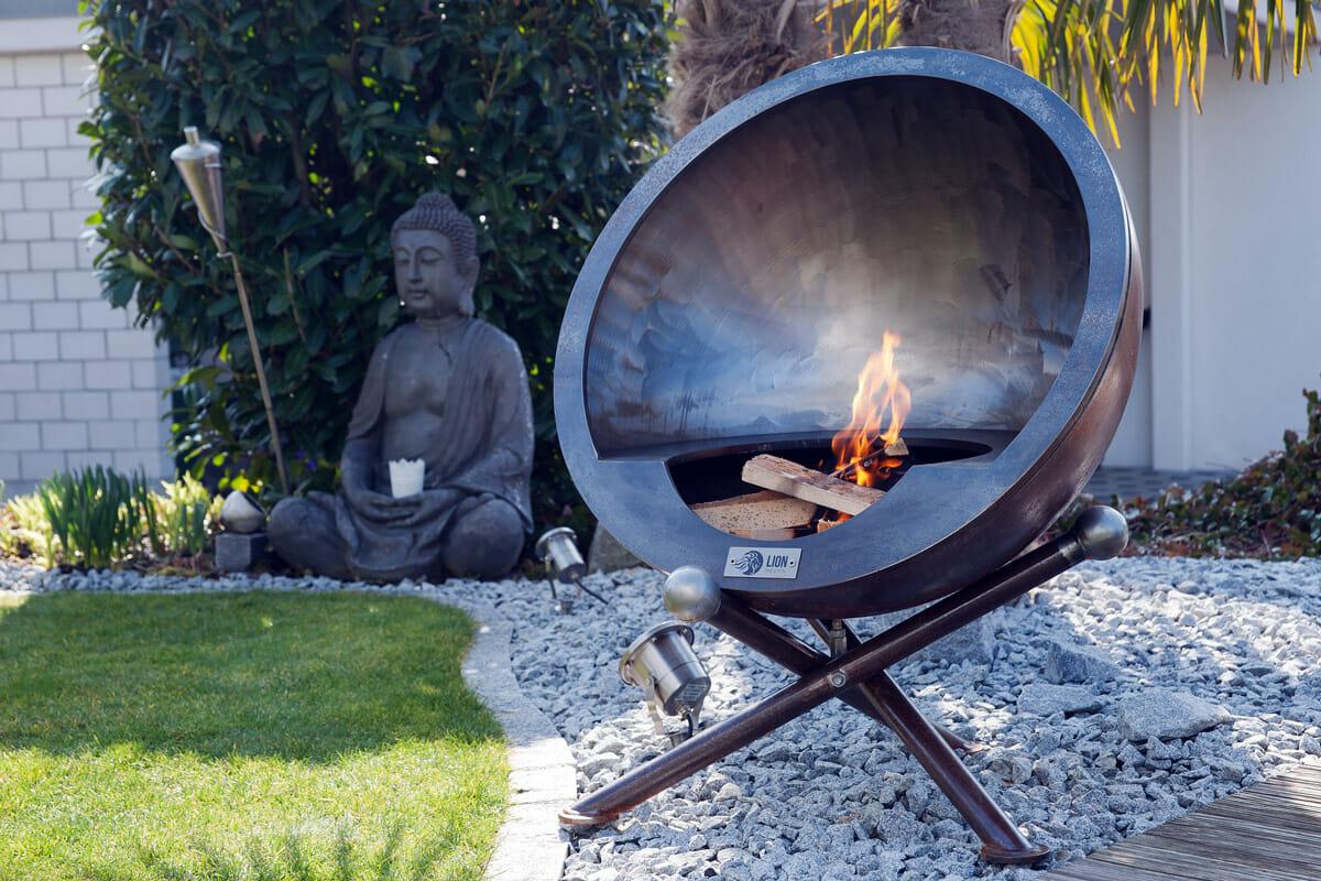 Feuerkugel Luna Calante 80 Design Grill aus Schweizer Produktion. Aus robustem und dicken Edelstahl.