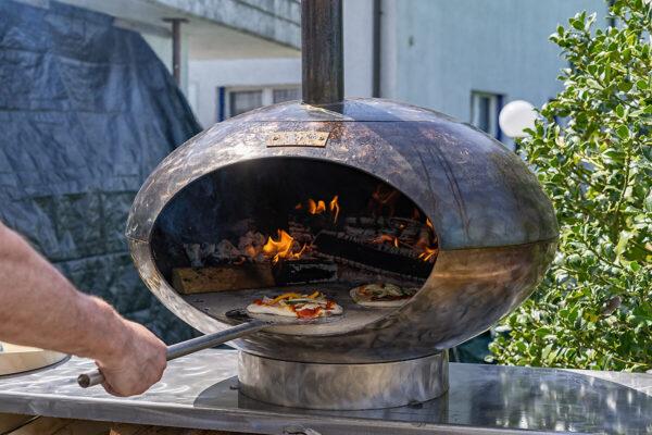 Pizza und Grillofen Cepa 80 in Metall Thermolack Ausführung. Optional auch in Rostoptik erhältlich.