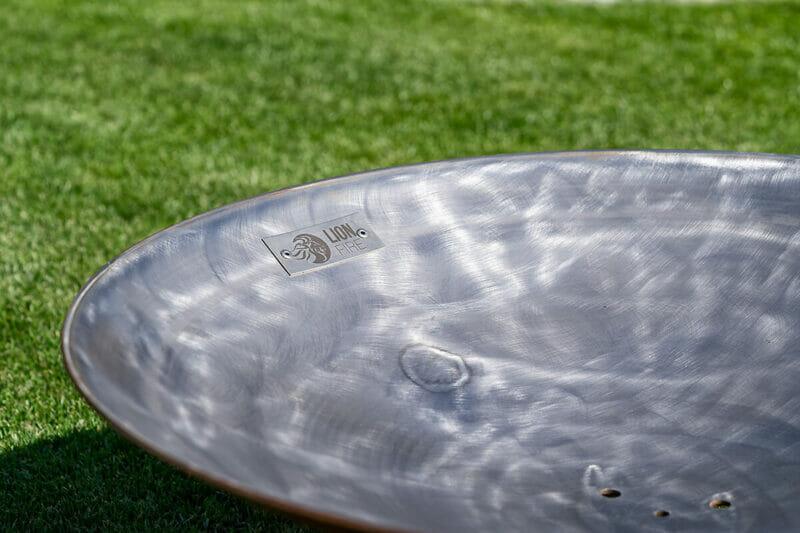 Edle Feuerschale Eclipse aus Schweizer Produktion der Lionfire Grillschmiede. Edel und massiv in der Bauweise.